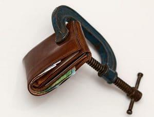 Cómo salir de deudas y ahorrar [Guía paso a paso]